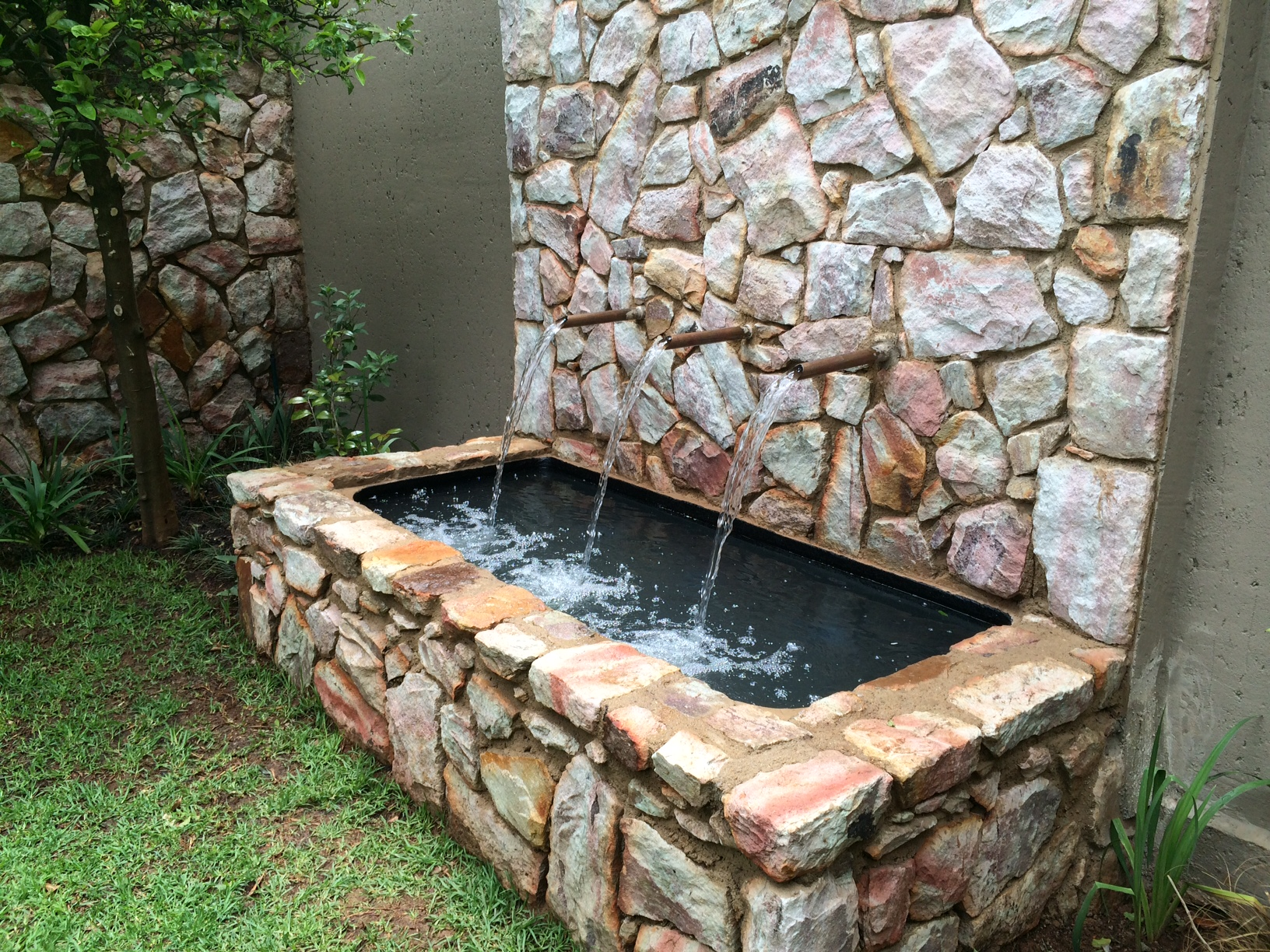 Water features apple landscapes jhb cc gauteng apple for Pond water features